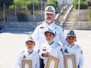 83a1754a 00ff 48c6 8f5a 9e43439e6636 300x225 - پلیس های خبرساز قدردانی از سه کودک مینابی که با عکس هایشان همیار پلیس شدند