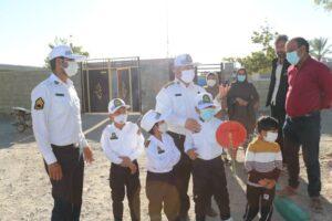 a91fecde 32f1 4445 83ac 1f3076be4066 300x200 - پلیس های خبرساز قدردانی از سه کودک مینابی که با عکس هایشان همیار پلیس شدند