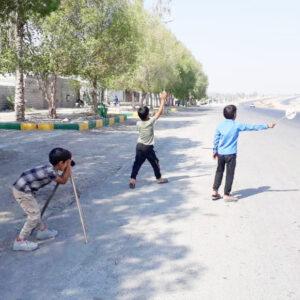 f1d4fbe8 f28f 410a b6b1 a624fb0edcbc 300x300 - پلیس های خبرساز قدردانی از سه کودک مینابی که با عکس هایشان همیار پلیس شدند