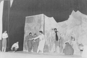 54 300x199 - خاطرات صحنه /خاطره ی هفتم/«زنده یادمحمد ضعیفی»